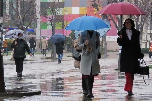 Наоблачење са кишом