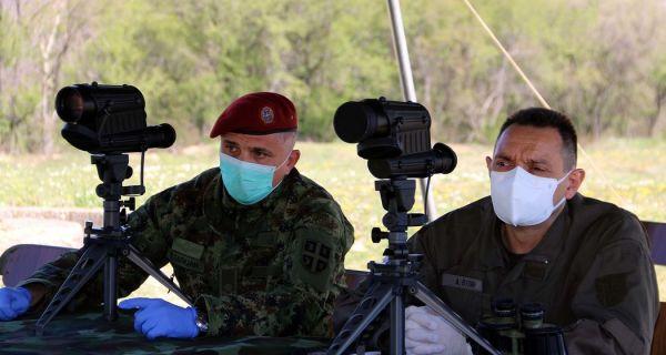 Вулин: Војник пуцао у ваздух да упозори мигранте; порoдица Вучић дели судбину своје земље