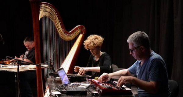 Na oblaku harfe