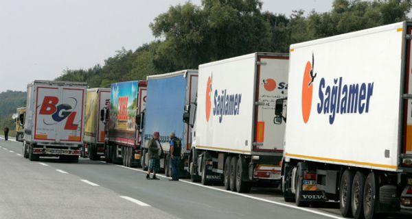 Камиони на Батровцима чекају четири сата