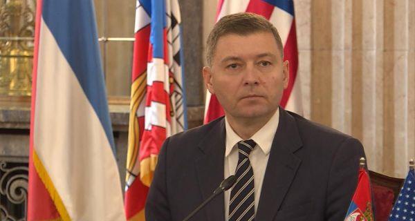 Vučićeve lažne suze zbog događaja u Crnoj Gori, a kumovao im zajedno s Đukanovićem